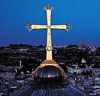 Korset på Heliga gravens kirke i den kristne del af Jerusalem.   Mange kristne betragter at det er pladsen hvor Jesus blev korsfæstet.