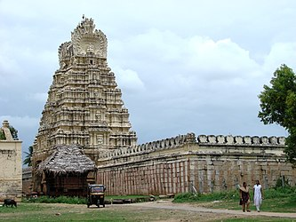 Gopura and prakara of Sri Ranganathaswamy temple on the island of Srirangapatna near Mysore in India.jpg