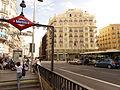 Gran Vía, Gran Vía, boca de metro 3, Madrid, España, 2015.JPG