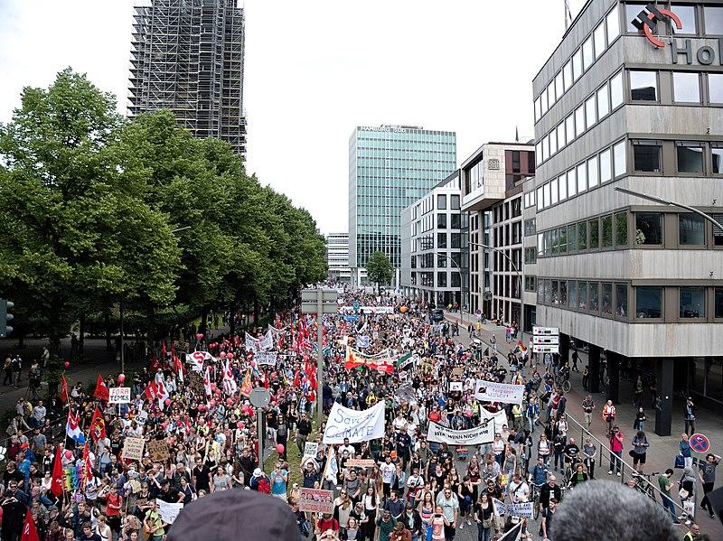 File:Grenzenlose Solidarität statt G20 Demonstration 03.jpg