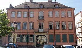 Отель Бёрнье-Россель (пл. Сен-Мартен) - Montbéliard (Монбельяр), Франш-Конте, Франция - достопримечательности, путеводитель по городу. Что посмотреть в Монбельяре