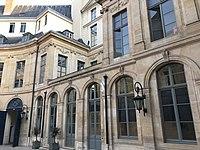 Hôtel d'Évreux, cour 09.jpg
