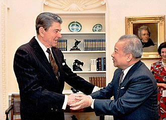 Foreign policy of the Ronald Reagan administration - Reagan with Prince Norodom Sihanouk of Cambodia in 1988.