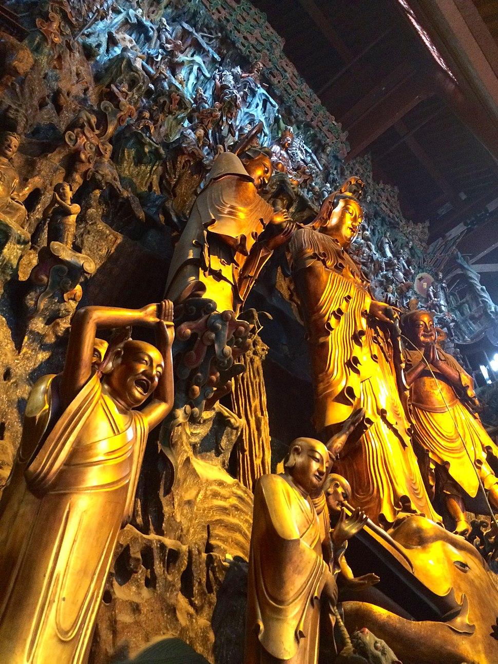 Hall of the Five Hundred Arhats in Lingyin Temple, Hangzhou.jpg