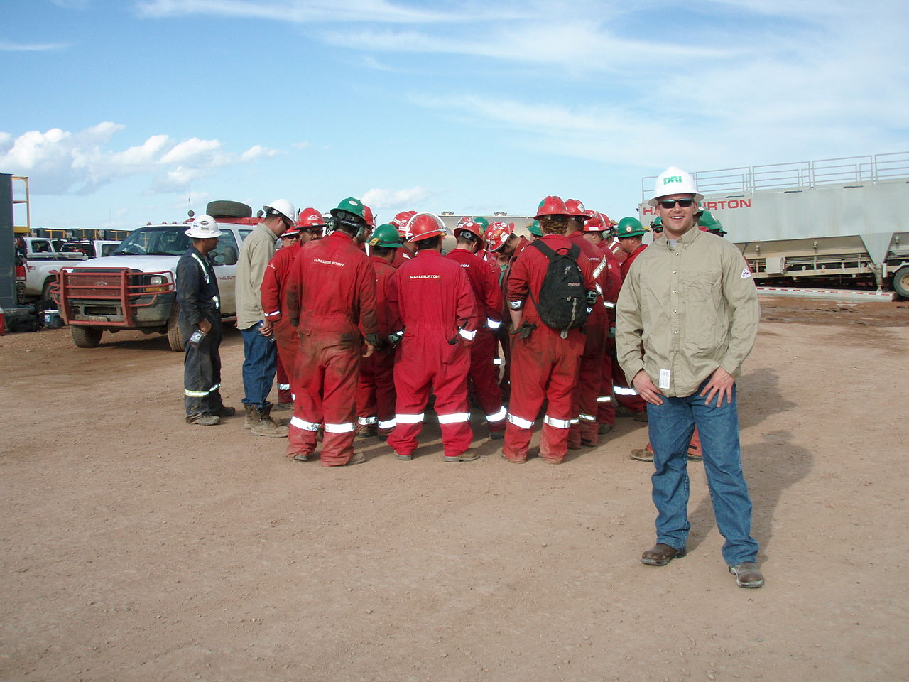 FileHalliburton Safety Meeting Before Frac JobJPG
