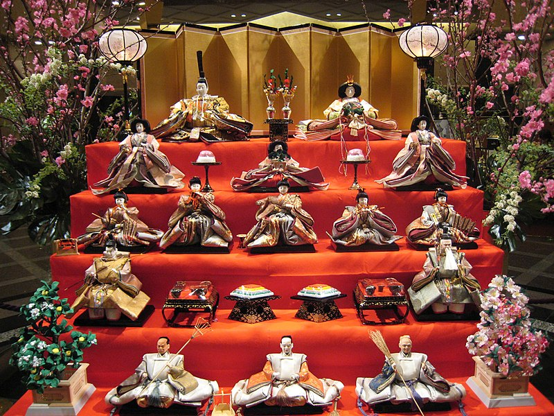 Fête des petites filles ou des poupées (Hina Matsuri) 800px-Hina_matsuri_display