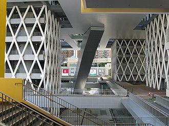 Hong Kong Design Institute - Image: Hong Kong Design Institute Atrium