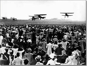 Shanghai Hongqiao International Airport - People watching airplanes in Hongqiao Airport in 1932