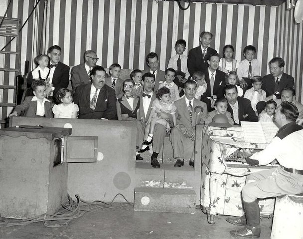 Howdy Doody peanut gallery famous fathers and kids circa 1948.JPG