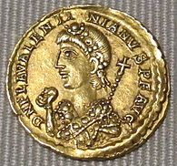 Impero d'occidente, valentiniano III, solido in oro (roma), 455.JPG