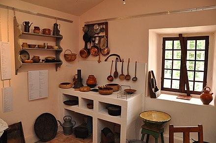 intrieur duune cuisine ancienne en avec son potager maison. Black Bedroom Furniture Sets. Home Design Ideas