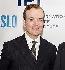 Terje Rød-Larsen, Präsident des Internationalen Friedensinstituts, und Jefferson Mays (Mays beschnitten) .jpg