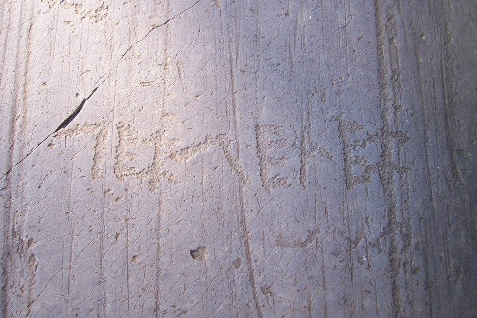 Iscrizione in alfabeto camuno - Parco di Naquane R 50 - Capo di Ponte (Foto Luca Giarelli)