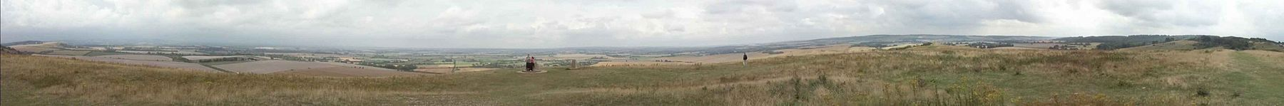 A full-circle panoramic view from Ivinghoe Beacon