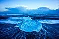 Jökulsárlón ice beach sunset (15847151234).jpg