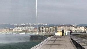File:Jet d'eau de Genève (2018).webm