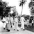 Jeunes filles à Hanoï 1960s.jpg