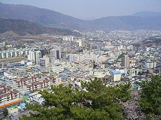 Jinhae-gu - Cityscape of downtown Jinhae, from Jehehwangsan Park