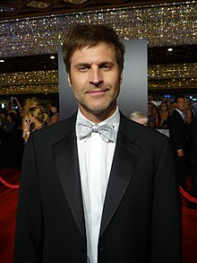 Jon Hensley 2010 Daytime Emmy Awards.jpg
