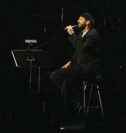 Juan Luis Guerra en un  concierto en Boston, MA (EEUU) 26 junio de 2005