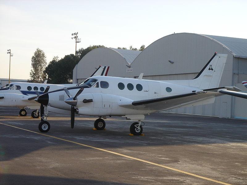 Boein 737 de la FAM en esquema Gris 800px-KA-90A