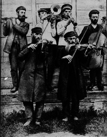 Klezmer fiddlers at a wedding, Ukraine, ca. 1925 KLEZPO.png