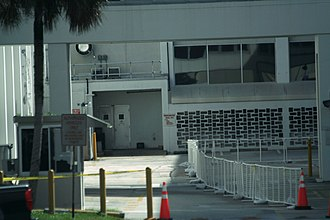 Operations and Checkout Building - Image: KSC Operations and Checkout Building Astrovan exit area