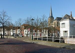 Bovenkerk, Kampen - Image: Kampen, toren van de Bovenkerk RM23053 vanaf de Vloeddijk ter hoogte van Prinsenstraat Burgwal foto 3 2016 02 17 11.39