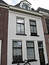 foto van Pand met geverfde lijstgevel en dakkapel