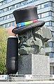 Karl-Marx-Monument. Hutfestival in Chemnitz 2H1A1851WI.jpg