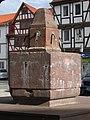 Klassizistischer früherer Trinkbrunnen vom Schulberg - Eschwege - panoramio.jpg