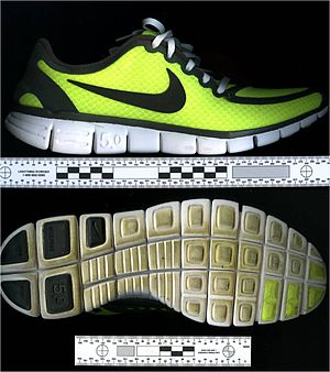 English: Photo's of a suspect's shoe. The shoe...