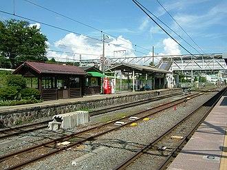 Kobuchizawa Station - Image: Kobuchizawa Station Koumi Line Platform