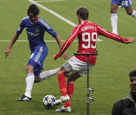 Ferreira challenging Dmitriy Kombarov of Spartak Moscow in the 2010-11 Champions League Kombarov against Paulo Ferreira.jpg