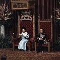 Koningin Juliana leest de troonrede voor, naast haar prins Bernhard, Bestanddeelnr 254-9233.jpg