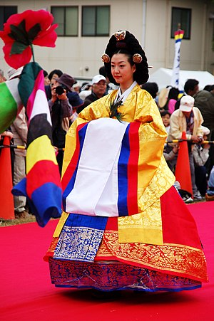 Geumbak - Image: Korean.costume Wonsam for.Queen.Joseon 01