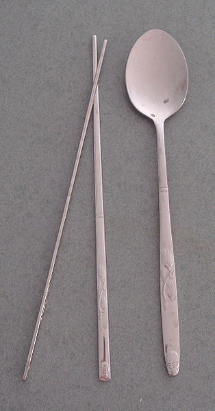 ไฟล์:Korean chopsticks and spoon-Sujeo-01.jpg