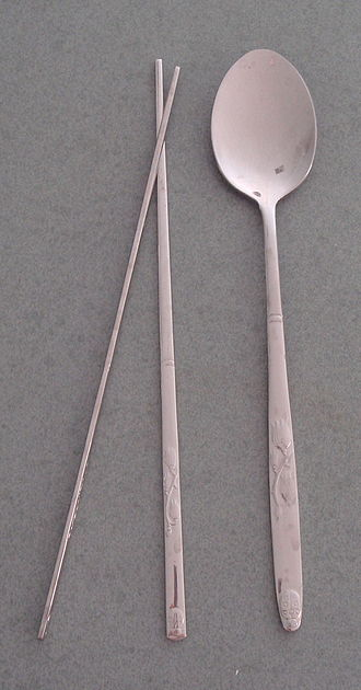 Etiquette in South Korea - South Korean chopsticks and spoon.