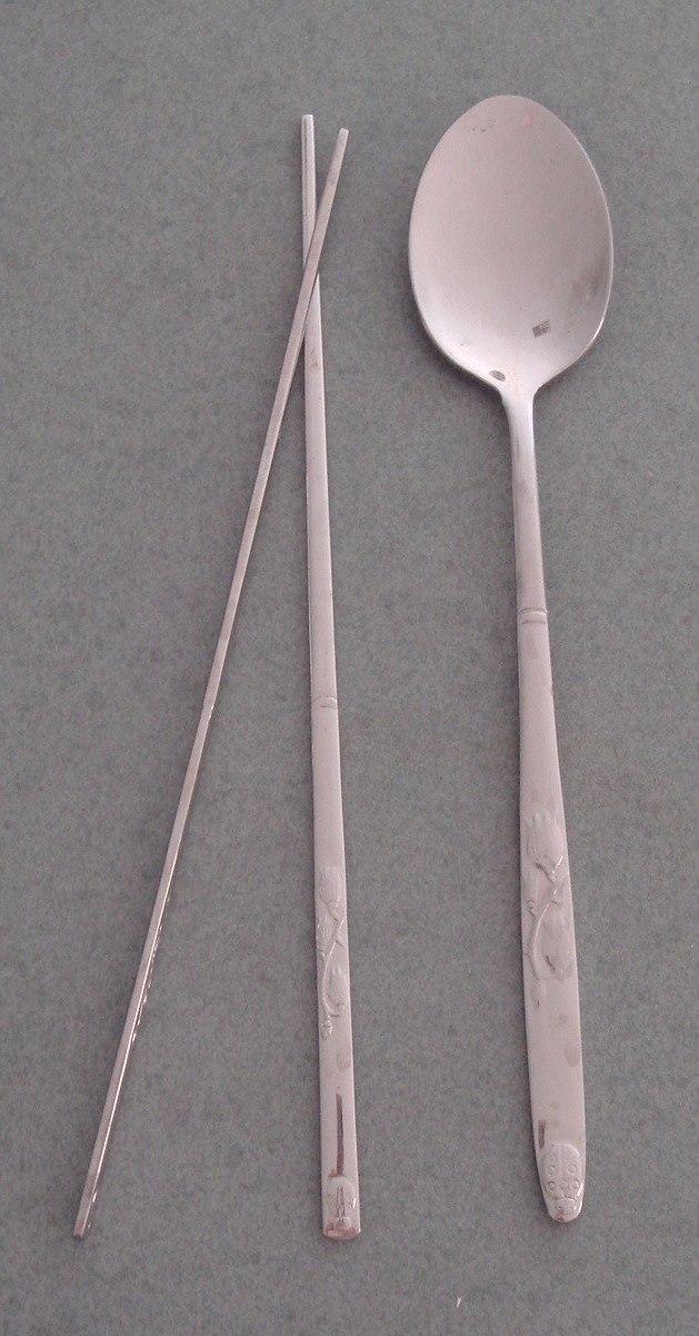 Korean chopsticks and spoon-Sujeo-01