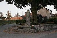 Kriegerdenkmal Biedershausen total.jpg