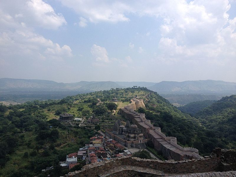 File:Kumbalgarh fort, Rajasthan.jpg