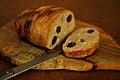 Kyllingefarsbrød med rocquefort og sorte oliven (6727242651).jpg