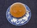 Lächelndes Gesicht in einer blau-weißen Teetasse.JPG