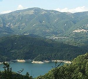 Lago del Salto - Image: Lago Salto e Petrella