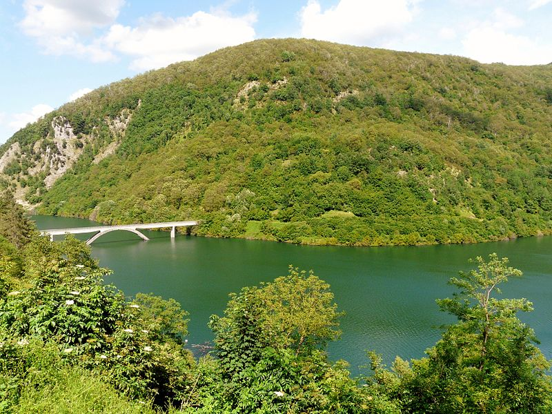 File: Lago di Vagli (Vagli Sotto) -panorama1.jpg