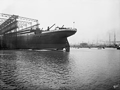 Launching of Titanic 2.jpg
