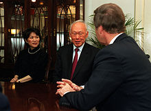 Ambassador to the US Chan Heng Chee, Lee Kuan Yew, and US Secretary of Defense William Cohen in a room