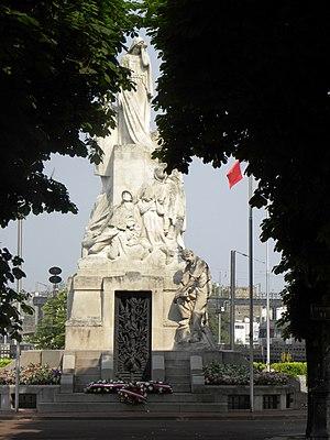 Levallois-Perret Cemetery - Image: Levallois Perret Monument aux Morts