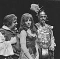 Lex Goudsmit (als Sancho Panza), Carry Tefsen (als Dulcinea) en Guus Hermus (als, Bestanddeelnr 921-9541.jpg