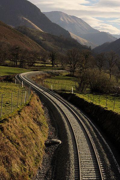 File:Ligne Oloron-Bedous, entre Lurbe et Escot.jpg